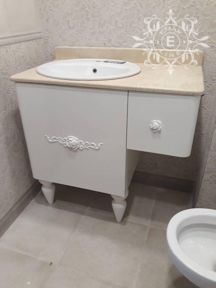Ретро шкаф за баня и декорации