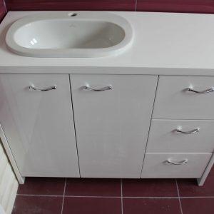 Шкаф за баня с мивка по поръчка