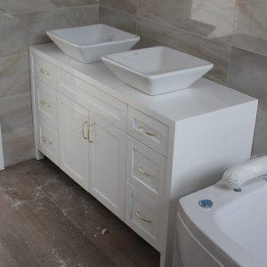 Шкаф за баня долен с две мивки