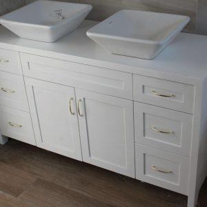 шкаф за баня с две мивки по поръчка