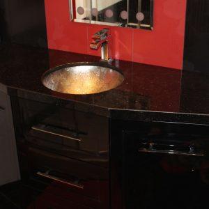 Модерен шкаф а баня с мивка долен монтаж