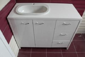 Шкаф за баня с мивка и ПВЦ плот