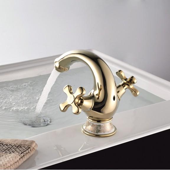 златен смесител за баня