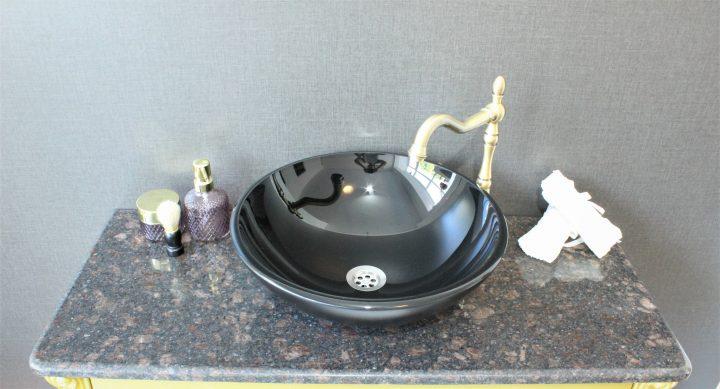черна мивка купа