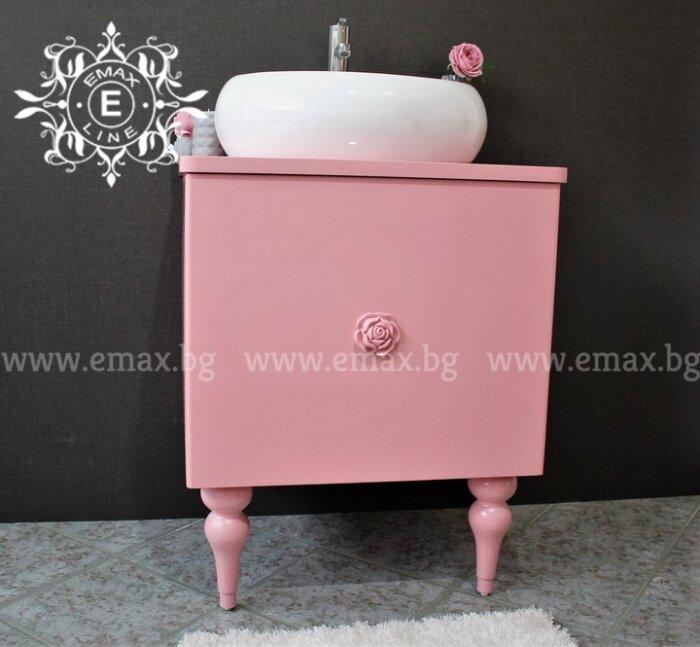 Розов шкаф за баня