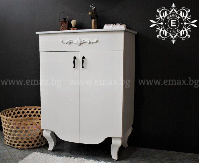 ретро шкаф за баня с орнамент