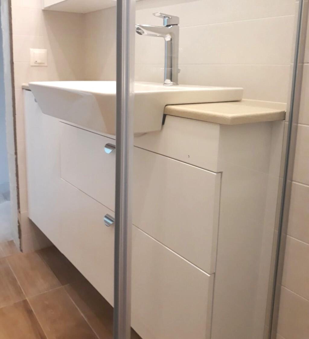 долен шкаф за баня пвц конзолен