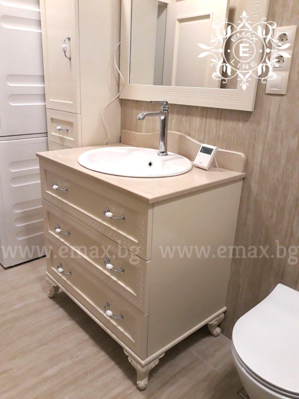 долен шкаф за баня с колона за баня и огледало