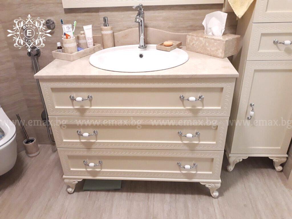 долен шкаф за баня с мивка и плот от естествен камък