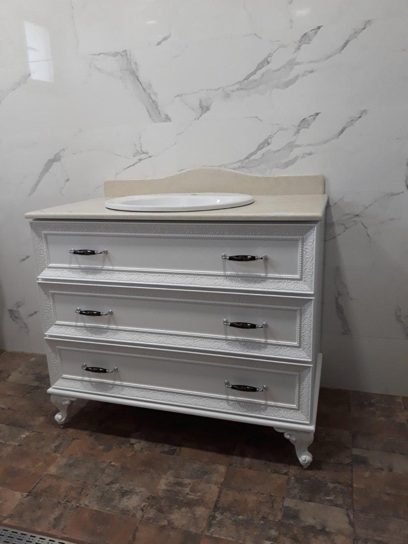 долен шкаф за баня с мраморен плот
