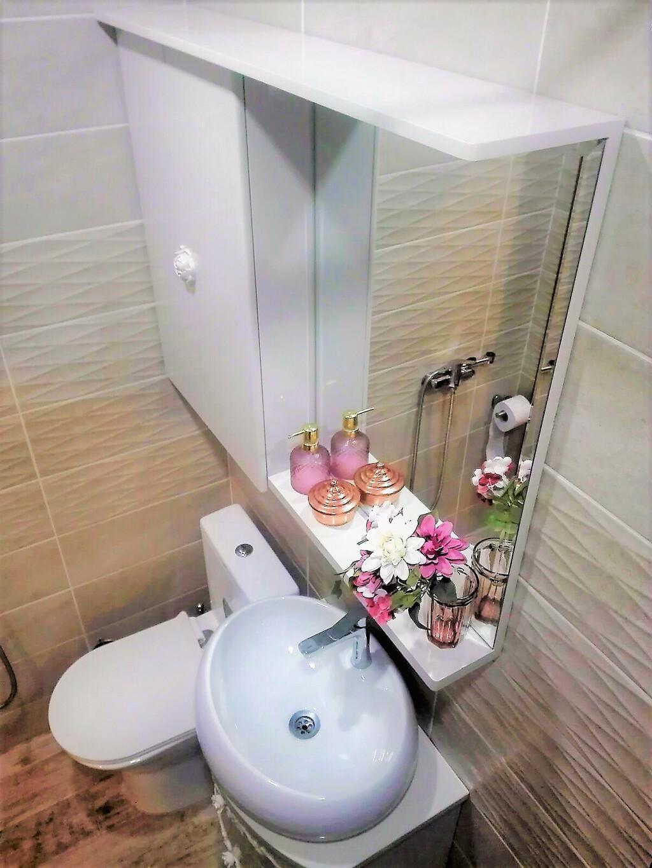 горен шкаф за баня с огледало и осветление