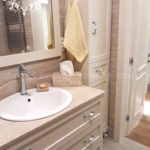 колона за баня с долен шкаф за баня и огледало за баня