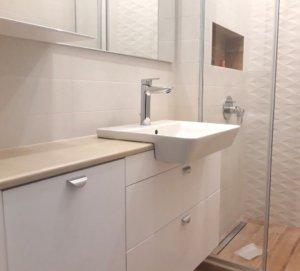 пвц долен шкаф за баня конзолен с огледало за баня