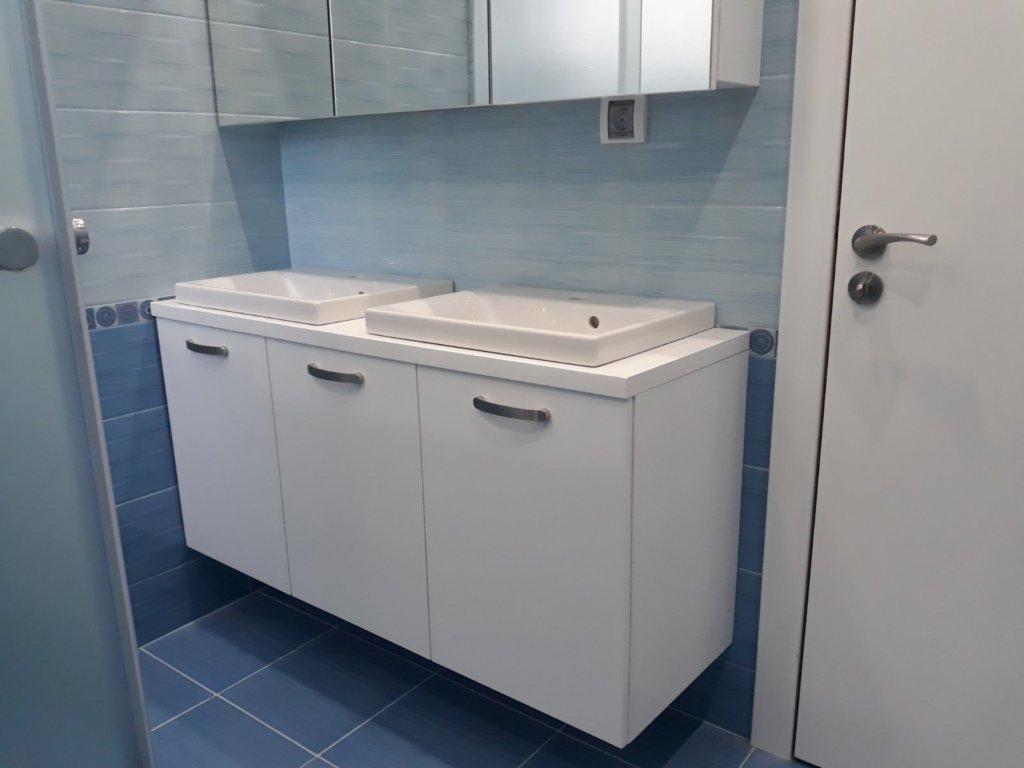 Шкаф за баня Благоевград
