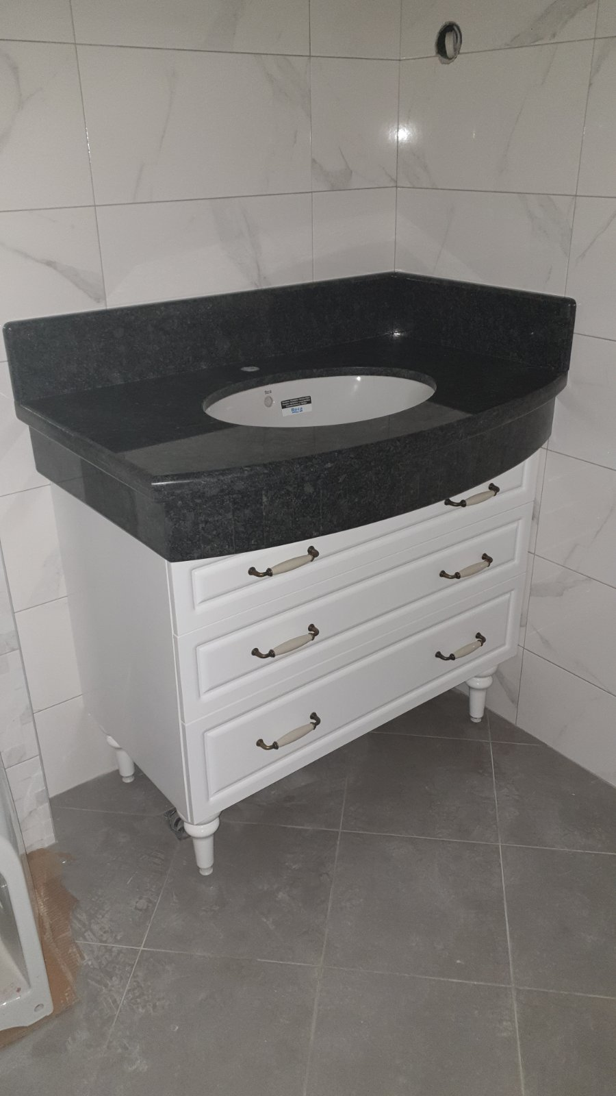 Шкафове за баня Варна