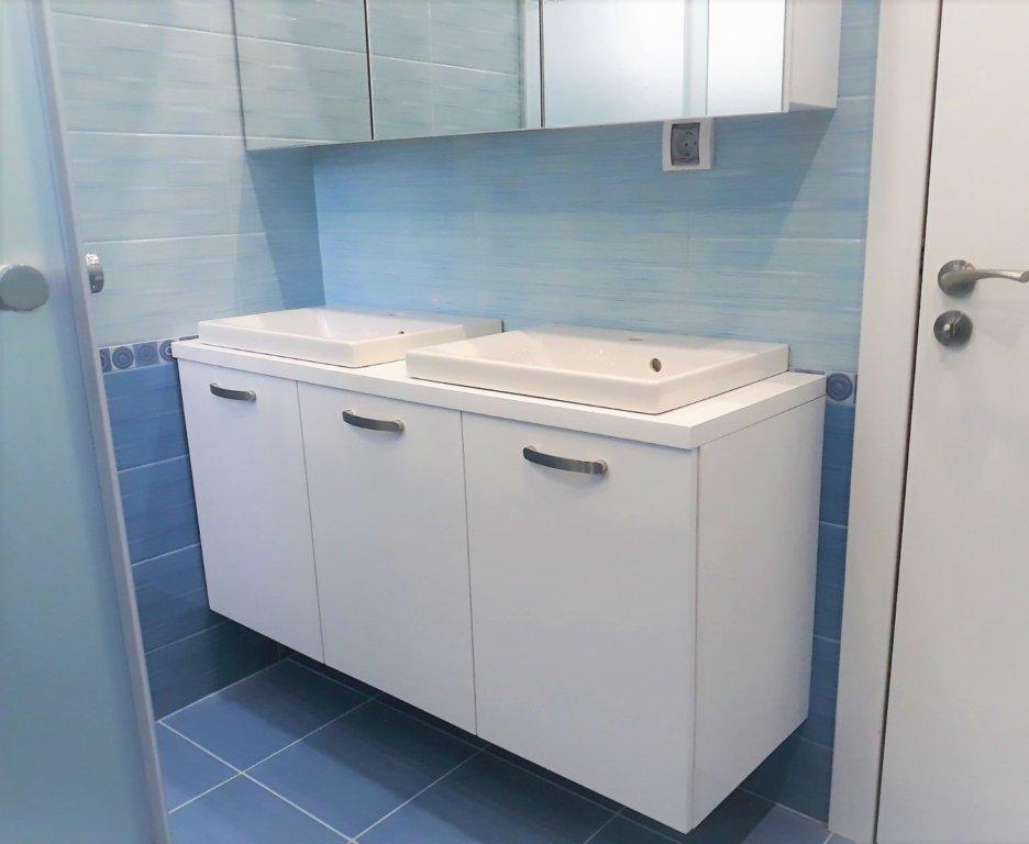 мивки с шкаф за баня
