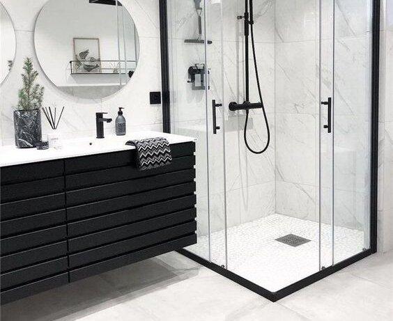 черен шкаф за баня