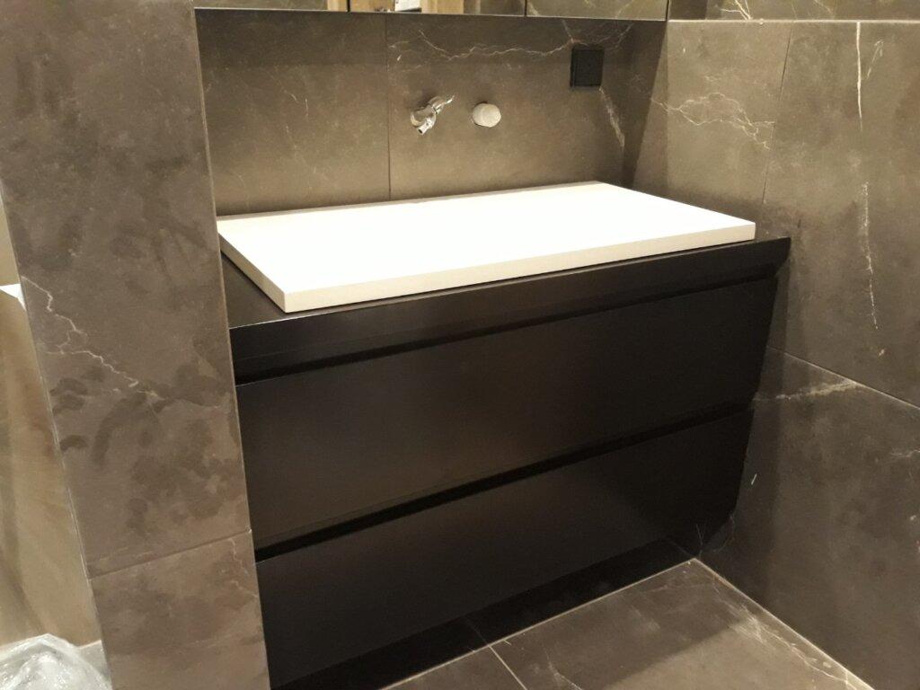 шкаф за баня черен