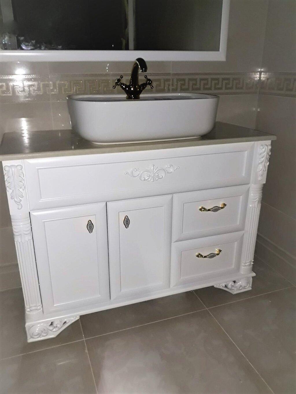 италиански шкаф за баня