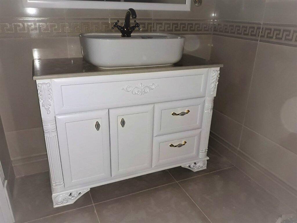 италиански шкафове за баня