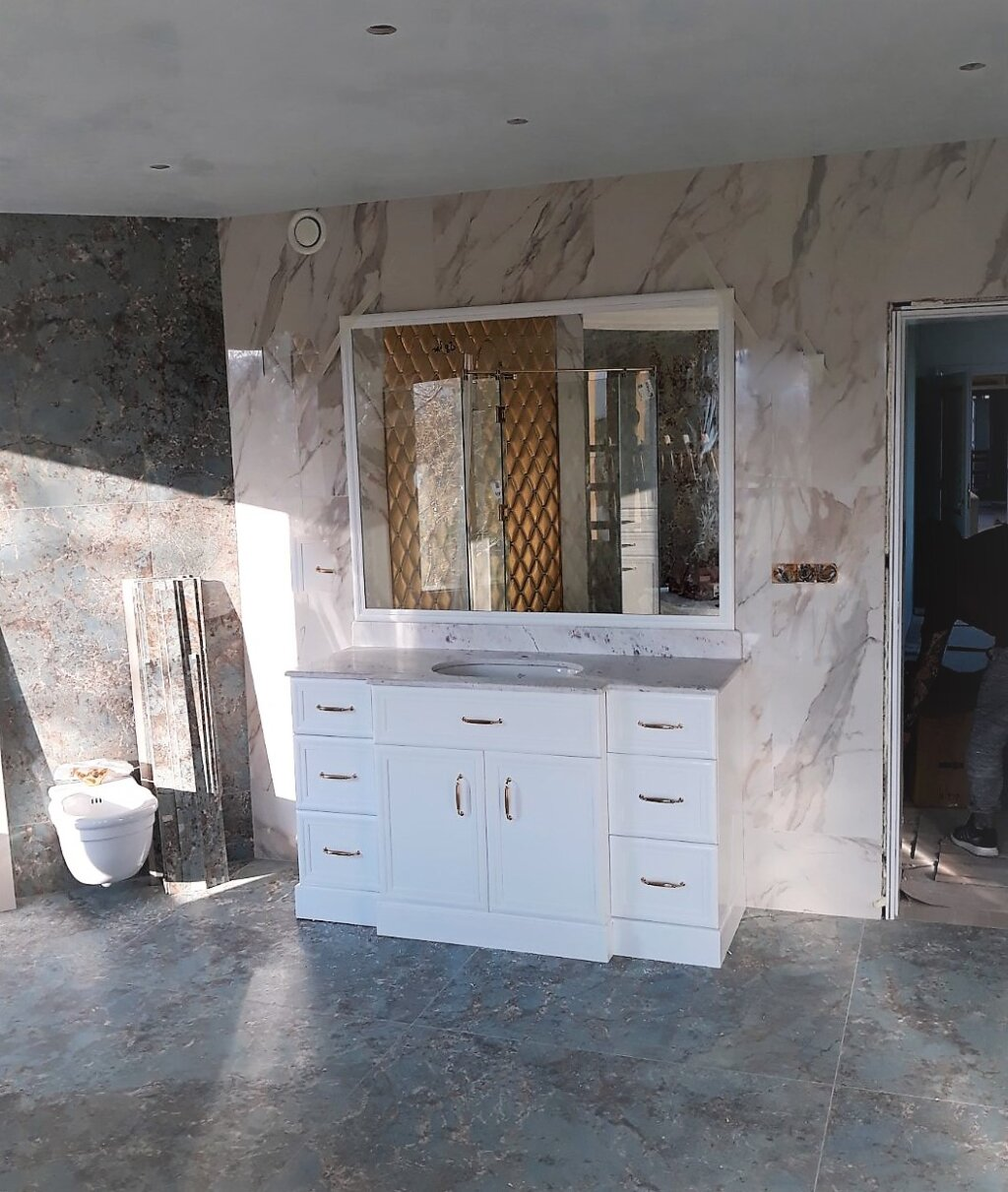луксозни мебели за баня по поръчка
