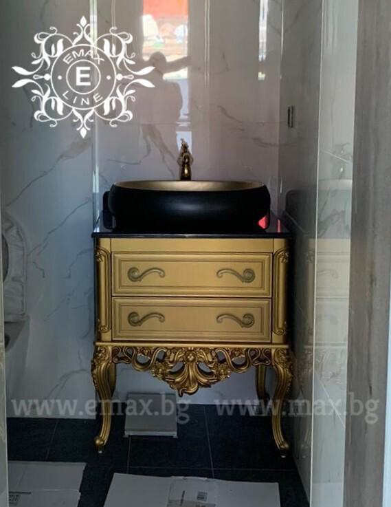Луксозен шкаф за баня златен
