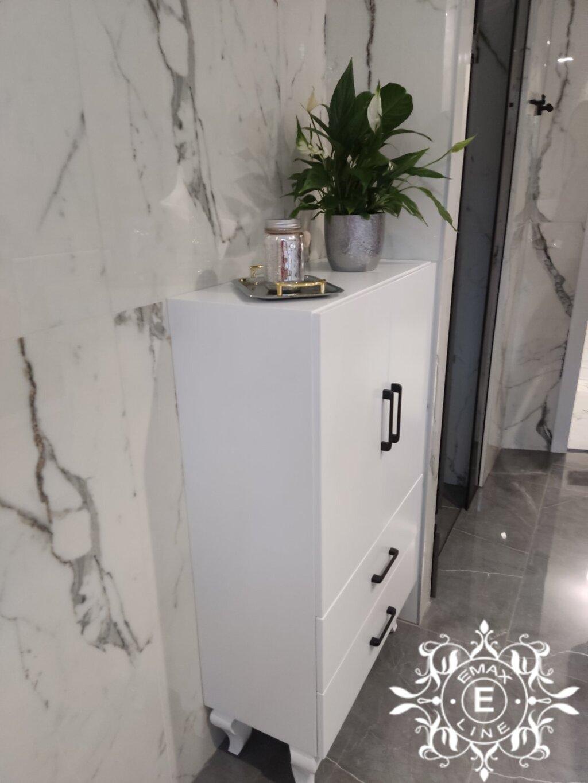 луксозен шкаф за баня